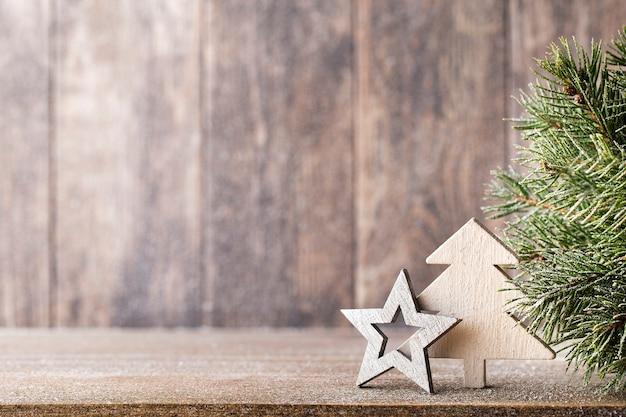 Weihnachtstannenzweig und dekoration