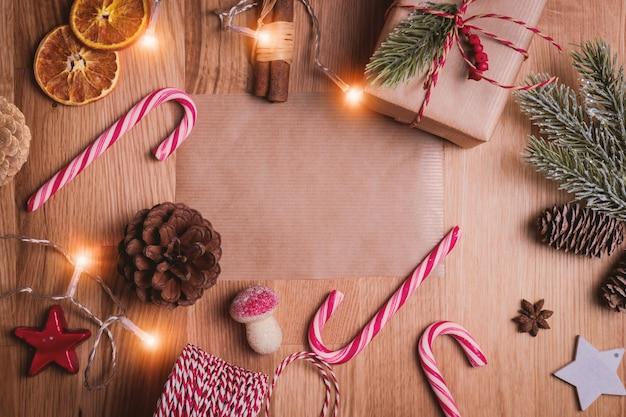 Weihnachtsweinlesehintergrund. weihnachtsdekoration und weihnachtsschmuck