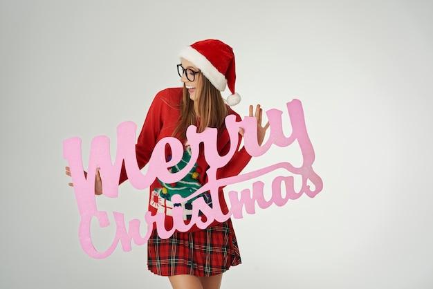 Weihnachtswünsche von lächelnder frau
