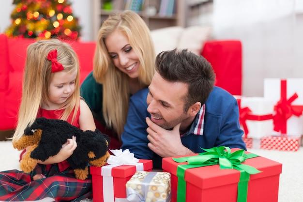 Weihnachtszeit mit der familie verbringen