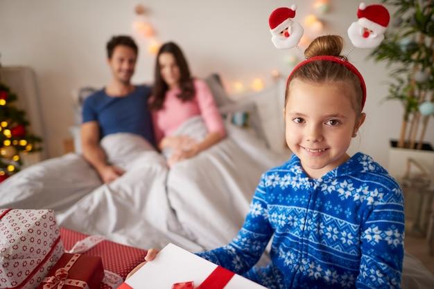Weihnachtszeit mit liebevoller familie