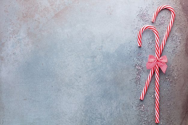 Weihnachtszuckerrohr lag gleichmäßig in reihe