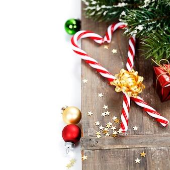 Weihnachtszuckerstangen und -dekorationen