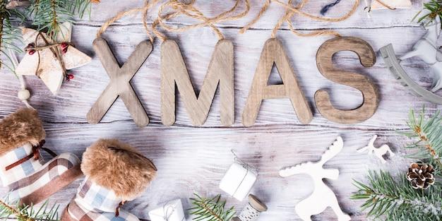 Weihnachtszusammensetzung mit buchstaben weihnachten
