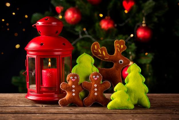Weihnachtszusammensetzung mit dekorativem spielzeug