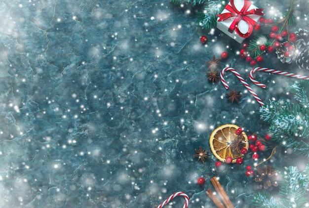Weihnachtszusammensetzung mit gedeck