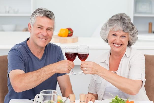 Wein der siebziger heiratete romantische romanze person