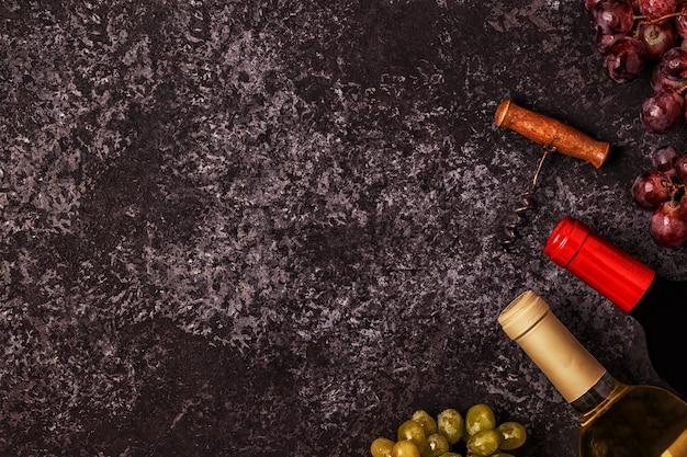 Wein, gläser, trauben und korkenzieher