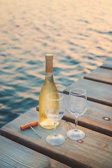 Wein trinken am meer