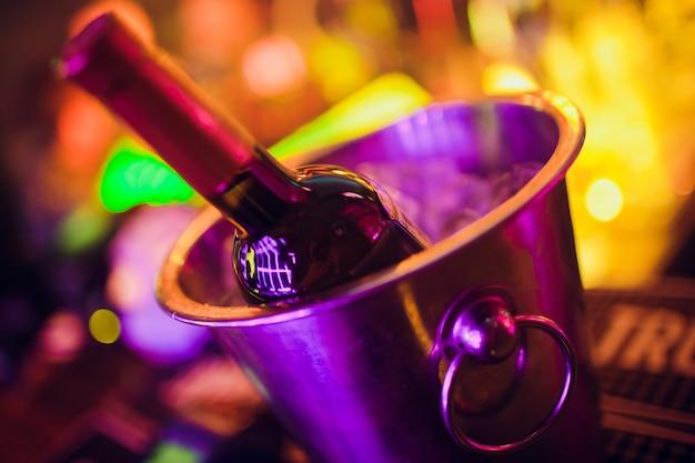 Weinflasche im eiskübel