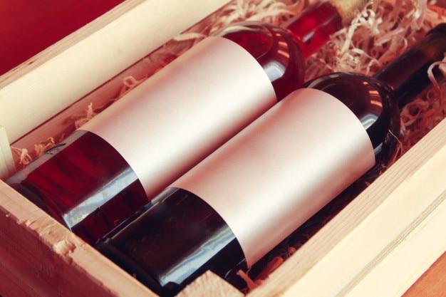 Weinflaschen, leere etiketten