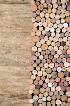 Weinkorken auf holz rustikal