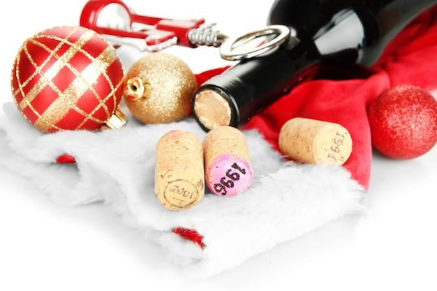 Weinkorken mit neujahrsspielzeug isoliert auf weiß