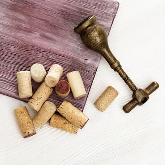 Weinkorken mit vintage korkenzieher