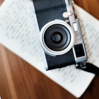 Weinlese-kamera-werkzeug-hobby-fotografie-konzept