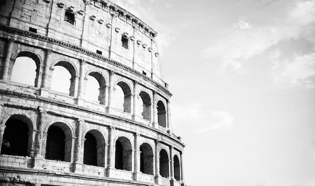 Weinlese-schwarzweiss-kolosseum in rom, italien