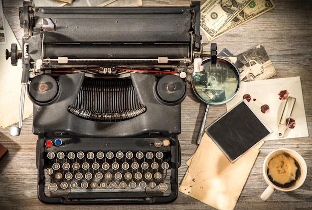 Weinlesesituation mit alter schreibmaschine