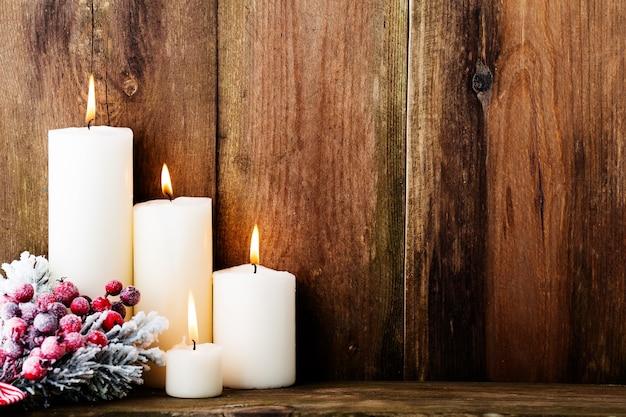 Weinleseweihnachtshintergrund mit weihnachtsdekoration.