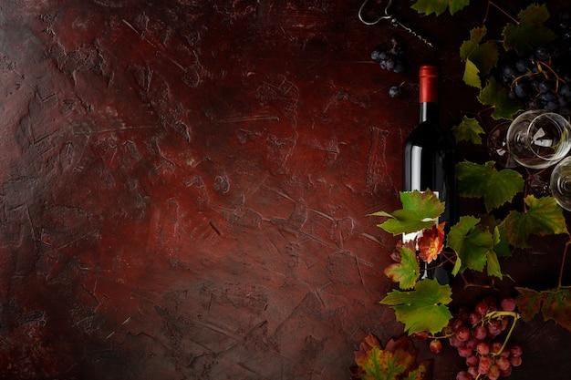 Weinzusammensetzung auf rustikalem hintergrund