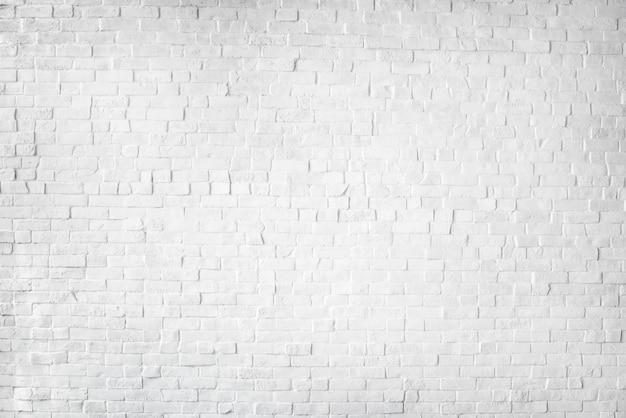 Weiß gemalte schöne backsteinmauer