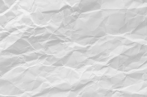 Weiß zerknitterter recyclingpapierbeschaffenheitshintergrund.