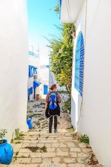 Weißblaue stadt von sidi bou said, tunesien. östliches märchen mit französischem charme.