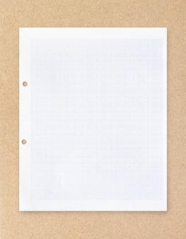 Weißbuchblatt mit gitterlinienmuster.
