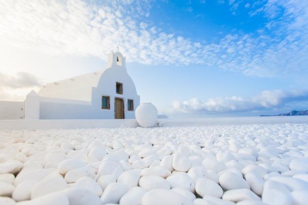 Weiße architektur auf santorini-insel, griechenland.