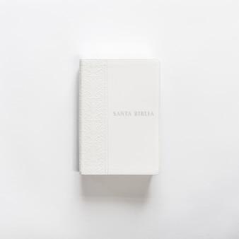 Weiße bibel holly bible auf weiß
