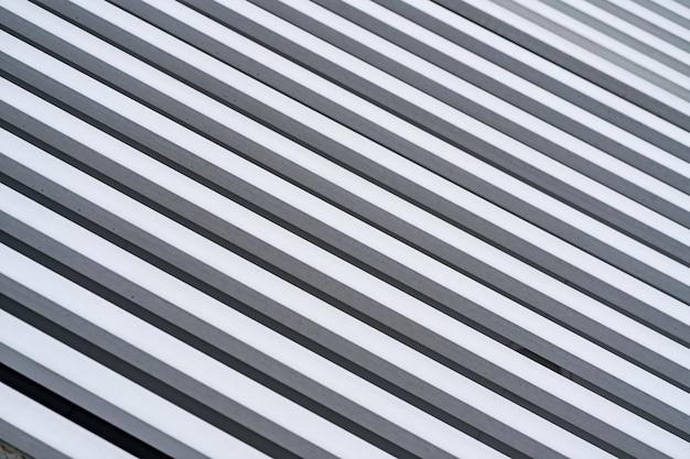 Weiße diagonale gemalte holzwand für hintergrund und beschaffenheit.