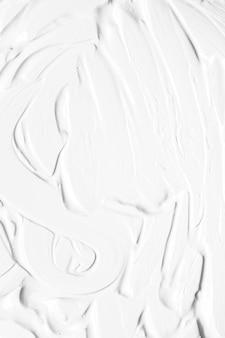 Weiße farbe, die im licht schmiert