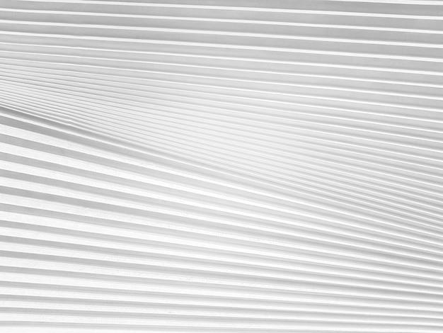 Weiße jalousien mit linien