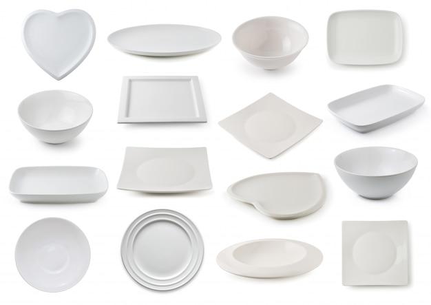 Weiße keramikplatte und -schüssel lokalisiert auf weiß