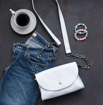 Weiße ledertasche