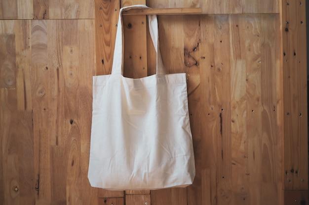 Weiße leineneinkaufstasche aus baumwolle