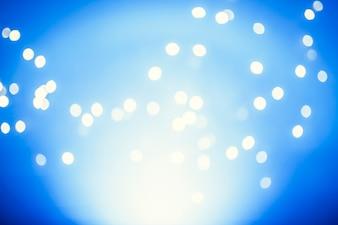 Weiße Lichter auf Blau