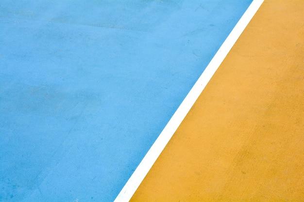 Weiße linie mit gelbem und blauem basketballplatz