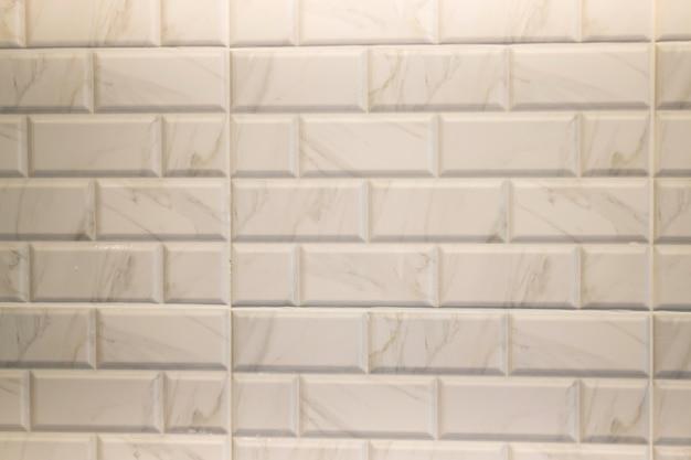 Weiße marmorfliese in der modernen küche