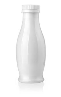 Weiße milchflasche auf weiß