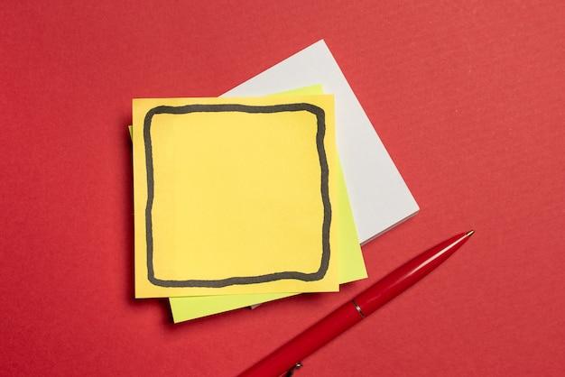 Weiße puzzleteile in nahaufnahme, die mit dem fehlenden letzten teil verbunden werden sollen, das auf a positioniert ist