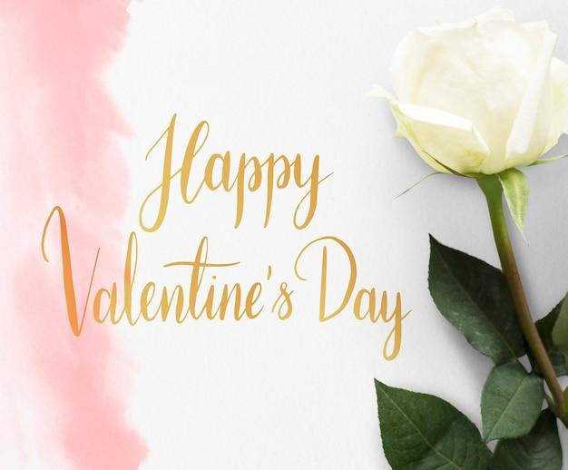 Weiße rose mit valentinstagnachricht