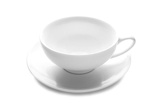 Weiße tasse und untertasse isoliert auf weiß