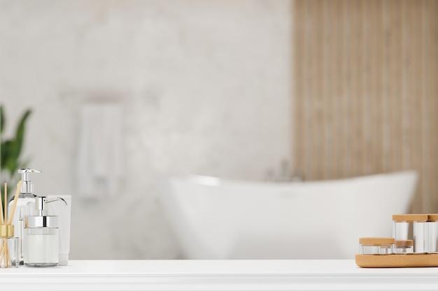 Weiße tischplatte mit luxuriösen toilettenartikeln über verschwommenem eleganzbad mit badewanne 3d