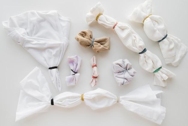 Weiße tücher bereit zum pigmentieren