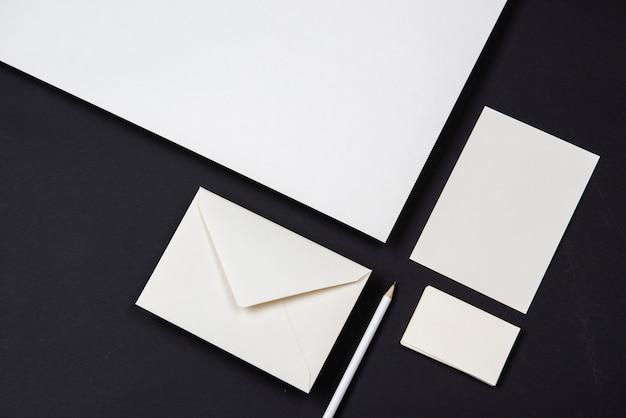 Weiße visitenkarte des weißen schreibwarengeschäfts