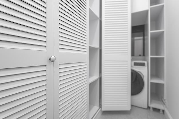 Weiße waschküche im kleiderschrank in neuer wohnung