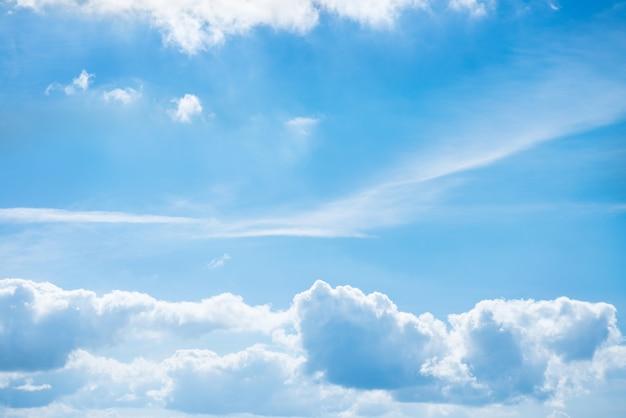 Weiße wolken und blauer himmel für naturhintergrund