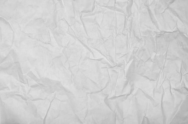 Weiße zerknitterte leere papieroberflächenoberfläche. draufsicht der pastellbucheinbandfarbe
