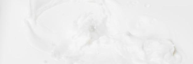 Weißer abstrakter flüssiger hintergrund für kosmetik.