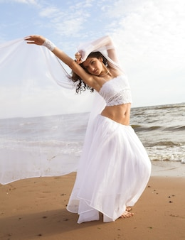 Weißer engel am strand